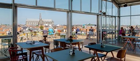 Grijze pilaar in centrum Haarlem wordt groene oase