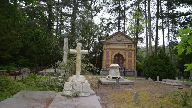 Grafkelders, ornamenten en kunst op begraafplaats