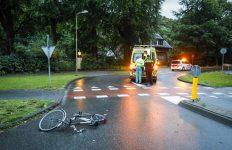 Doorrijden na ongeval Overveen: zwarte auto gezocht