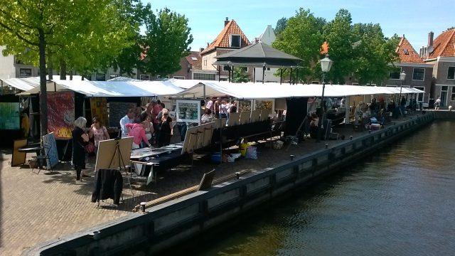 Kunstmarkt bij historisch sluisje in Spaarndam