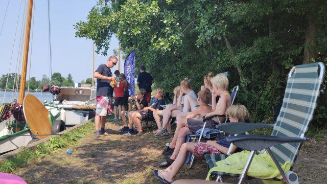 Spaarnegeuzen houdt zomerkamp op tropisch eiland